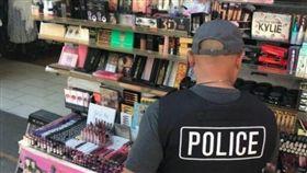 美國,化妝品,仿冒,小便宜,洛杉磯,查扣,排泄物 圖/翻攝自KTLA