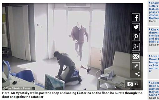 俄羅斯一名男子持刀闖入商店襲擊女店員,甚至企圖想性侵對方(圖/翻攝自每日郵報)