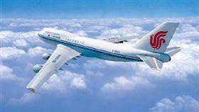 16:9 中國國際航空一架班機今早驚傳遭人劫機,目前飛機已降落鄭州機場。(圖/翻攝自三湘都市報微博)