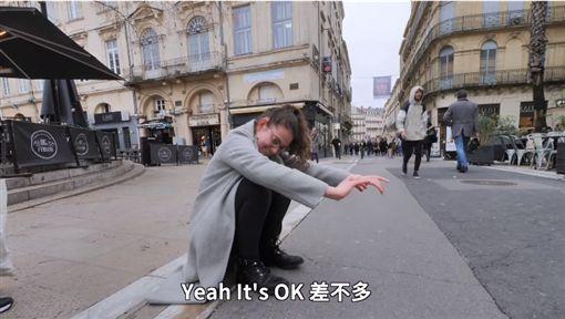 歐美人都不會「亞洲蹲」影片取自「信誓蛋蛋」YouTube ID-1321438