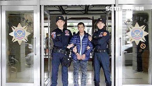 賴男改槍買毒遭逮,竟辯稱沒當兵想體驗射擊快感,警方訊後將他依槍砲及毒品等罪送辦(翻攝畫面)