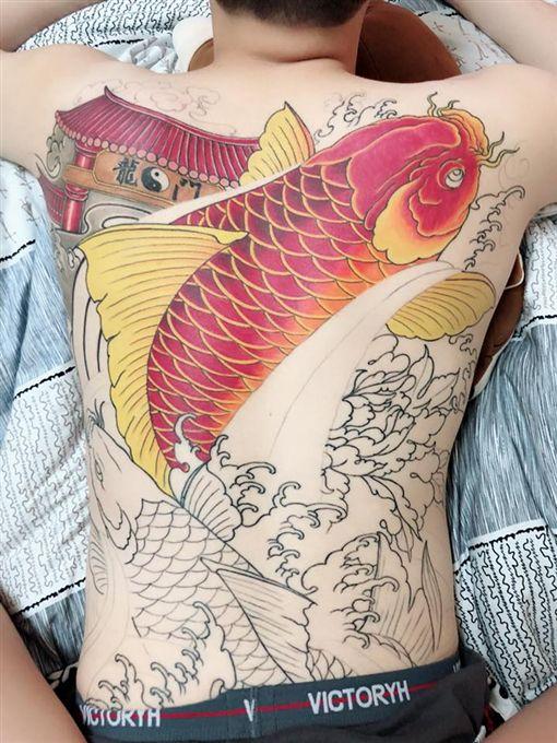 刺青,男友,沉迷,遊戲,上色,著色,奇異筆,爆廢公社 圖/翻攝自臉書爆廢公社