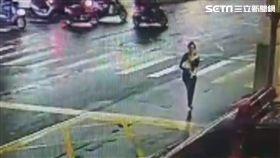等不及!母抱燙傷女嬰 跑百米衝消防隊