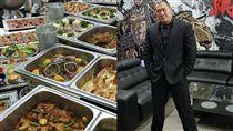 成吉思汗健身房俱樂部「館長」兌現每月員工聚餐的福利。(圖/翻攝自飆悍臉書)