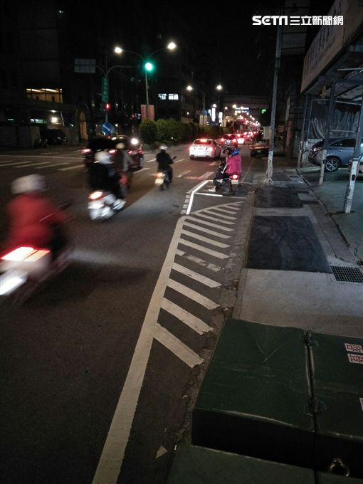 機車族,待轉區,機車,夜間,新北市交通局,待轉,LED