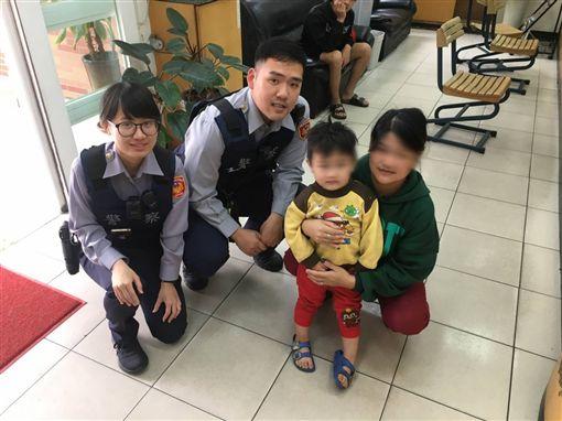 ▲3歲男童走失,33歲「外婆」來認領。警方提供