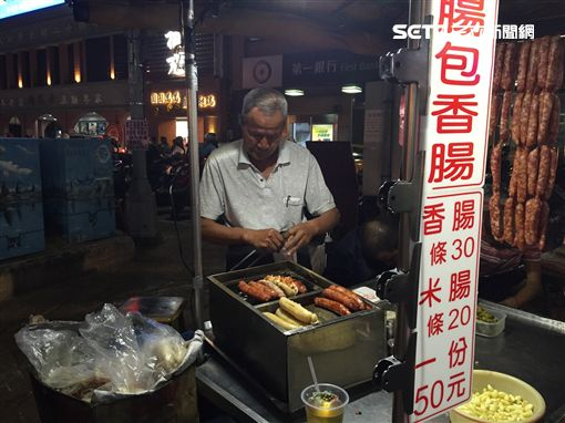 新竹城隍廟炭烤香腸攤/記者張雅筑攝