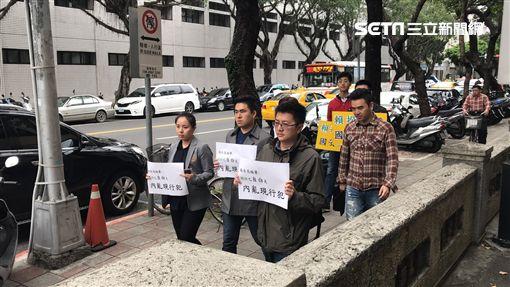 新黨青年軍王炳忠到高檢署控告賴清德。潘千詩攝影