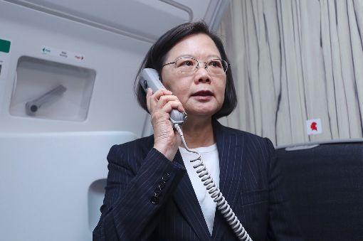 蔡總統機上廣播(1)總統蔡英文(圖)17日搭乘華航專機出訪非洲友邦史瓦濟蘭,並在機上廣播。中央社記者吳翊寧攝  107年4月17日