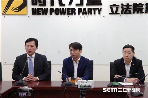 時代力量黨團召開記者會,要求新任教育部長吳茂昆上台前,親自說明爭議。(圖/時代力量黨團提供)