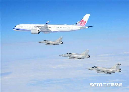 總統出訪非洲 幻象伴飛 空軍司令部提供