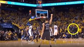 Stephen Curry看都沒看就開始慶祝(圖/翻攝自YouTube)