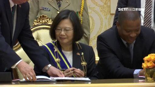 蔡總統出訪抵史國 國王高規格親迎