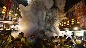 圖說:台中,大甲媽,遶境,虎爺,信眾,濃煙。(圖/翻攝自臉書嘉義廟會粉絲團)