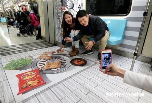 樂事打造全台首列3D漫畫車廂, 台北捷運。(圖/樂事提供)