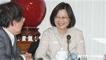 民進黨黨主席蔡英文主持中常會 圖/記者林敬旻攝