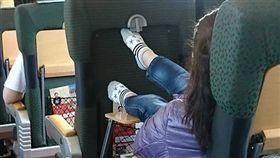 脫鞋,列車,爆怨公社,日本,品德,衛生,勸說,出國 https://www.facebook.com/photo.php?fbid=2064241436932321&set=gm.2010092969009743&type=3&theater