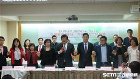 全台19個醫事團體今(18)日召開聯合國際記者會齊聲喊話,呼籲希望今年WHA大會也能邀請台灣與會。(圖/中華民國醫師公會全國聯合會提供)