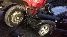 闖紅燈趕送老婆生產 悲!對撞大貨車「孩子沒了」 翻攝自《都市快報》