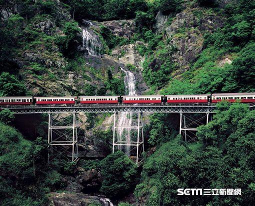 搭乘庫蘭達觀景火車深入體驗熱帶雨林風情。(圖/澳洲昆士蘭州旅遊暨活動推廣局提供)