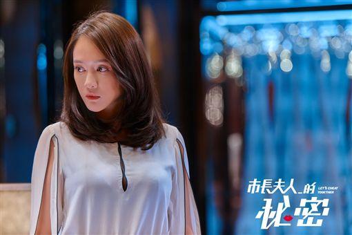 鬼才導演連奕琦執導的《市長夫人的秘密》,詼諧方式諷刺台灣的選舉文化。圖/翻攝自臉書