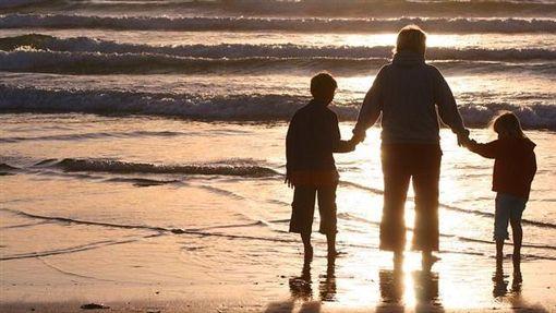 親情、孝順、養育之恩、父母、養父、養母(圖/翻攝Pixabay)