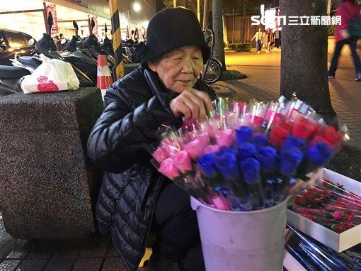 玫瑰花婆婆,阿嬤,賣花(記者郭奕均攝影)