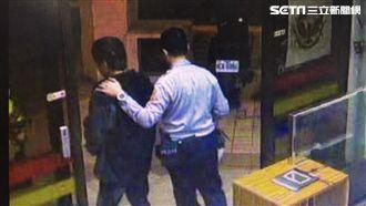 吳男去北檢第二辦公室時,從口袋掉出海洛因,他將夾鏈袋吞進肚,警方帶他照胃鏡取出物品,訊後依毒品罪送辦(翻攝畫面)