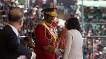 蔡總統出席史國雙慶活動(2)總統蔡英文在史瓦濟蘭時間19日出席史瓦濟蘭雙慶活動,她與史王恩史瓦帝三世握手致意。(總統府提供)中央社記者葉素萍傳真 107年4月20日