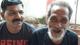 印度男子甘比爾(Khomdram Gambhir Singh)靠著YouTube影片成功與失聯40年的家人團聚。(圖/翻攝自推特)