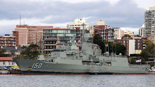 澳洲媒體:3軍艦在南海遇陸海軍叫陣澳洲媒體20日引述澳洲國防部官員指出,包括澳洲海軍安薩克號(HMAS Anzac)在內的3艘軍艦本月初行經爭議南海水域時,一度遭中國大陸軍艦叫陣。圖為先前停泊雪梨港內維修的安薩克號。中央社記者陳亦偉攝 107年4月20日