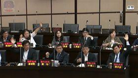 「願站前線的舉手!」 謝龍介質詢官員踢鐵板(圖/翻攝自YOUTUBE)