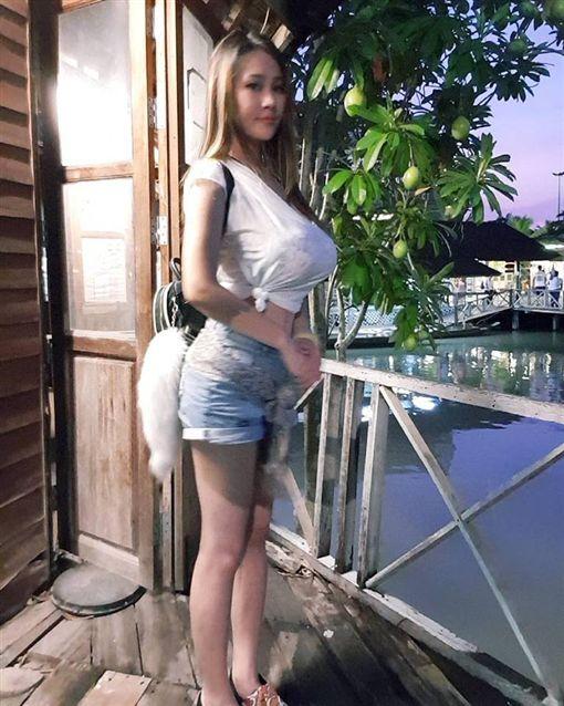 ▲▼洪蓉常在臉書分享火辣清涼照。(圖翻攝自臉書)