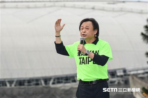 姚文智機蛋大遊行,台北市議員王世堅上台支持。 (圖/記者林敬旻攝)