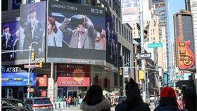 陳立農,紐約時代廣場的電子看板。合成圖/翻攝自微博
