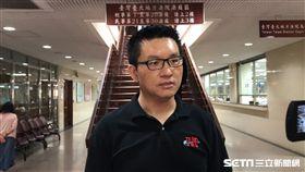 台北市議員童仲彥涉詐領助理費案,童仲彥於庭訊結束後步出北院。潘千詩攝影