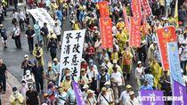 退休軍警公教反年改抗議,八百壯士。 (圖/記者林敬旻攝)