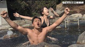 夢多(左)泡湯小毛巾多次「飄移」讓「小夢多」出來見客。圖/TVBS提供)
