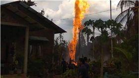 印尼亞齊省油井大火 10人喪命數十人受傷 圖/翻攝自推特
