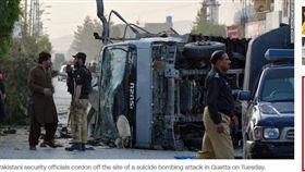 巴基斯坦傳3起自殺攻擊 6警身亡 巴基斯坦,恐攻,自殺炸彈客,自殺炸彈攻擊,塔利班,蓋達,伊斯蘭國 https://edition.cnn.com/2018/04/24/asia/quetta-suicide-attacks-intl/index.html