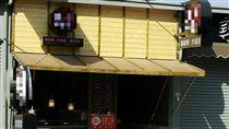 台中連鎖小吃店遭爆不給工讀生薪水,再爆請人做招牌不付錢。(圖/翻攝臉書)