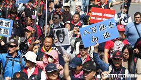 反年改團體八百壯士繞行立法院抗議 記者林敬旻攝影