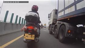 快速道路,聯結車,逼車,重機(翻攝臉書社團《彰化人大小事》)