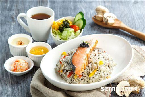美威鮭魚套餐。(圖/美威鮭魚提供)