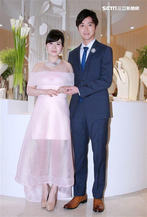 江宏傑福原愛首度合體出席時尚精品活動。