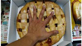 2.3KG「內餡滿滿蘋果塊」用湯匙挖!好市多最新美食讓網驚:吃到會怕  Costco好市多 商品經驗老實說臉書