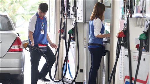 油價飆3年多新高 汽柴油23日漲0.5元中油公司22日表示,23日凌晨零時起,國內汽、柴油每公升零售價格將各調漲0.5元,再創2014年12月以來新高。中央社記者吳翊寧攝 107年4月22日