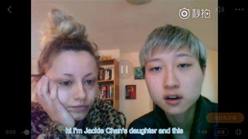 吳卓林與女友Adni拍攝影片向外求助。(圖/翻攝自秒拍)