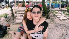 越南網紅訴遭初戀男友拋棄,原因是嫌她胸部小。(圖/翻攝pose.com.vn)