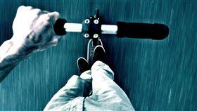 電動,滑板車,酒駕,香港,車禍,計程車,違法,法規,電動運輸工具 圖/翻攝自Pixabay https://goo.gl/9MuZVi